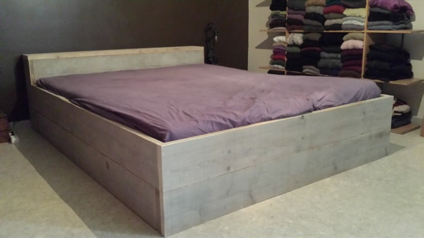 bed steigerhout model E
